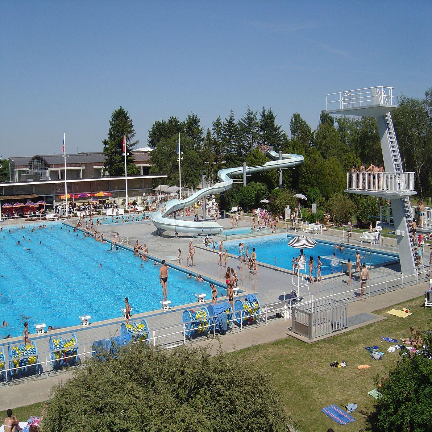 Ville d 39 eaux divonne les bains for Piscine de divonne